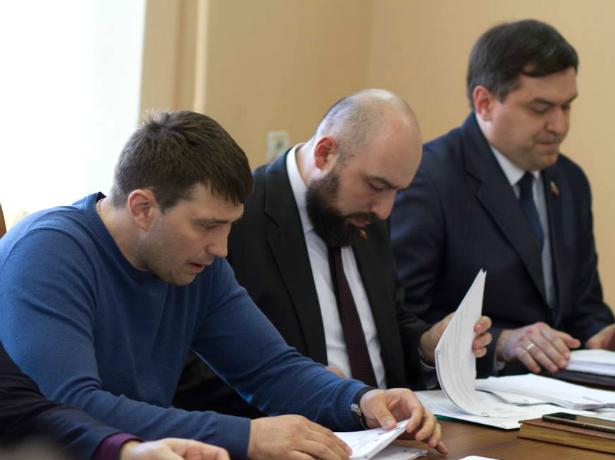 Новочеркасские депутаты отказались от идеи согласования замов сити-менеджера с Гордумой
