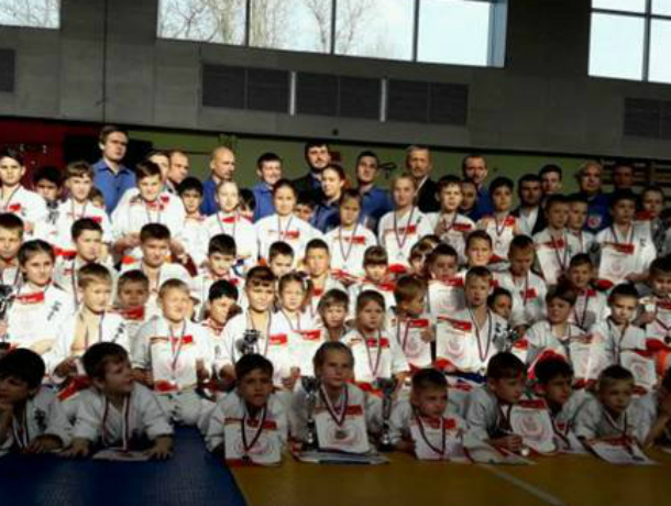Юные каратисты из Новочеркасска победили на открытом первенстве в Ростове