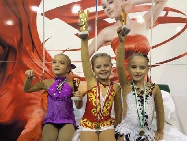Юные спортсменки из Новочеркасска завоевали девять медалей на турнире по фигурному катанию