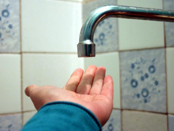 Жилые дома в микрорайоне Донском Новочеркасска остались без воды