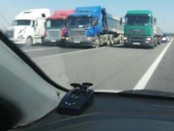 Протестующие из-за «Платона» дальнобойщики устроили пробку на трассе под Новочеркасском